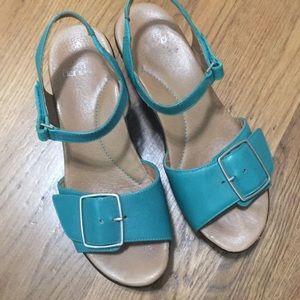 Dansko Size 38 turquoise sandals